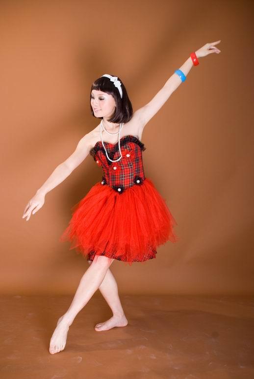 我相信我们跳舞会跳得很好 的翻译是:I believe we would dance
