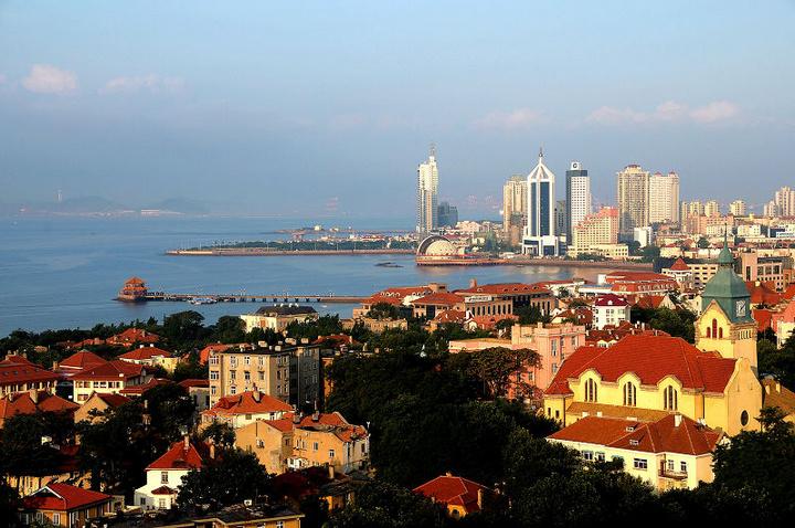 西侧与音乐广场,五四广场,奥运景观桥相通,东端与奥林匹克帆船中心