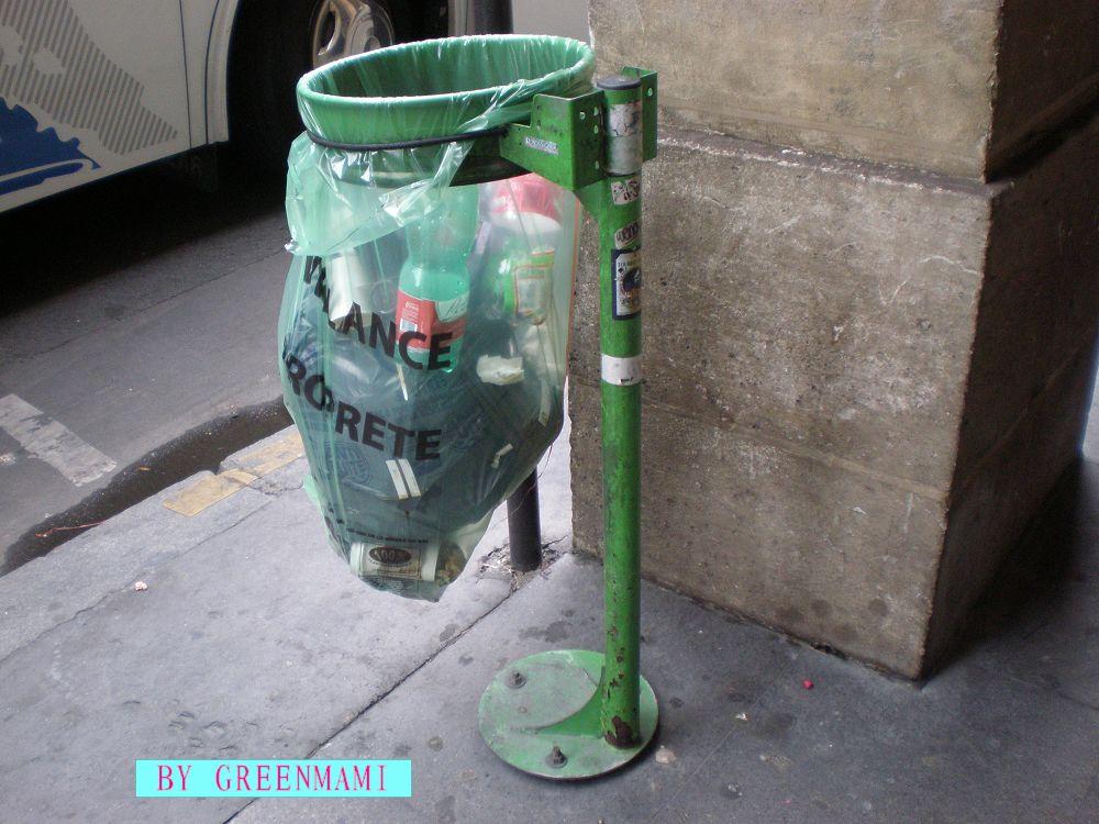 巴黎街头的垃圾桶