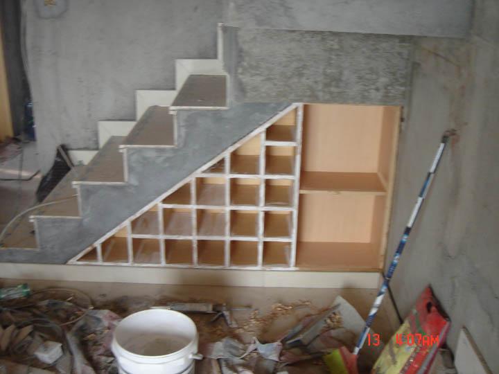 欧式楼梯间酒柜效果图