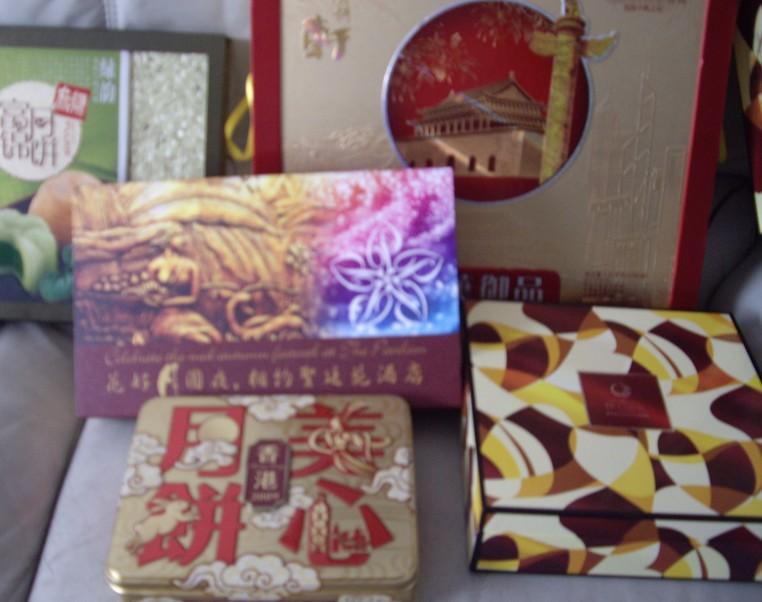 美心一盒,鱼翅海鲜酒楼月饼一盒(内空)