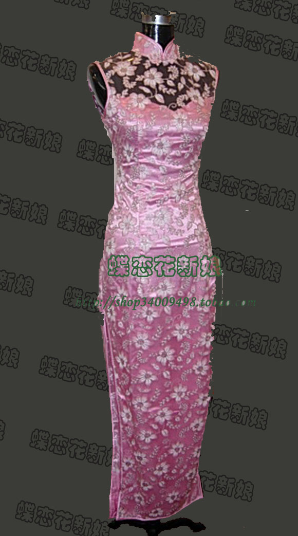 粉色蕾丝长旗袍,很古典的款式哦