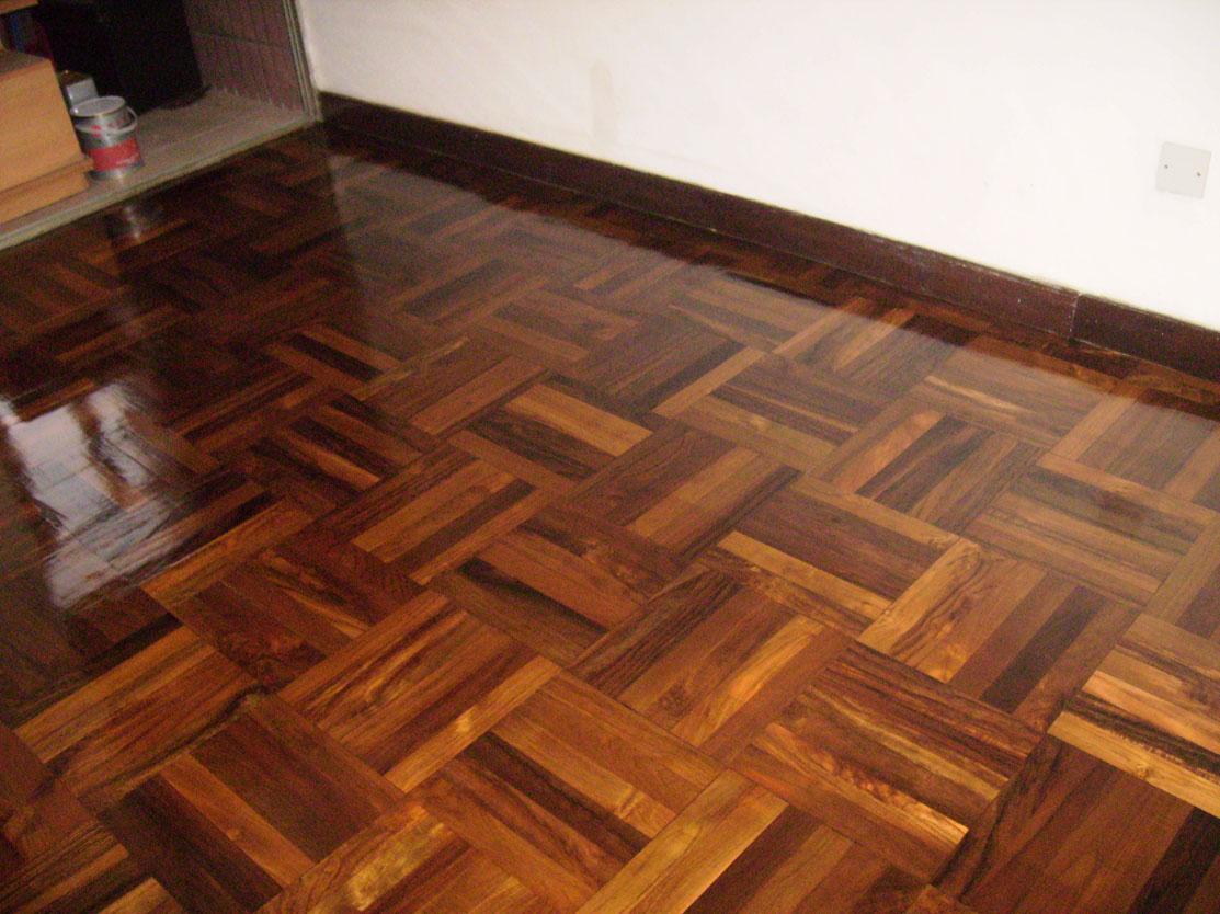 木地板打磨翻新施工图片