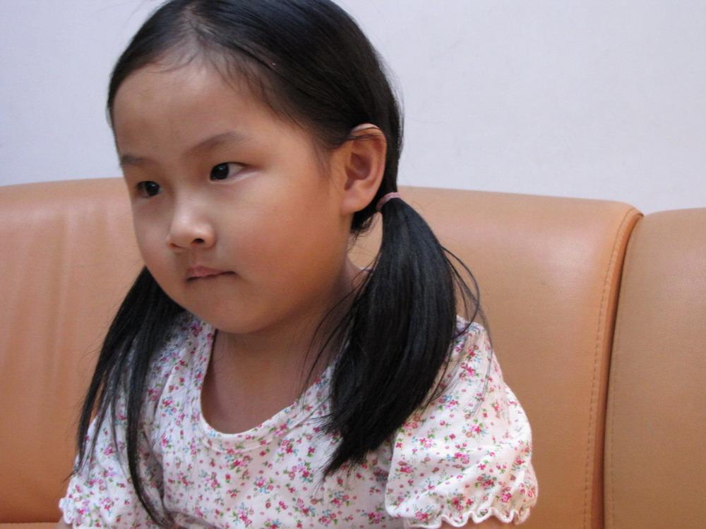 记长发小姑娘-----雨桐