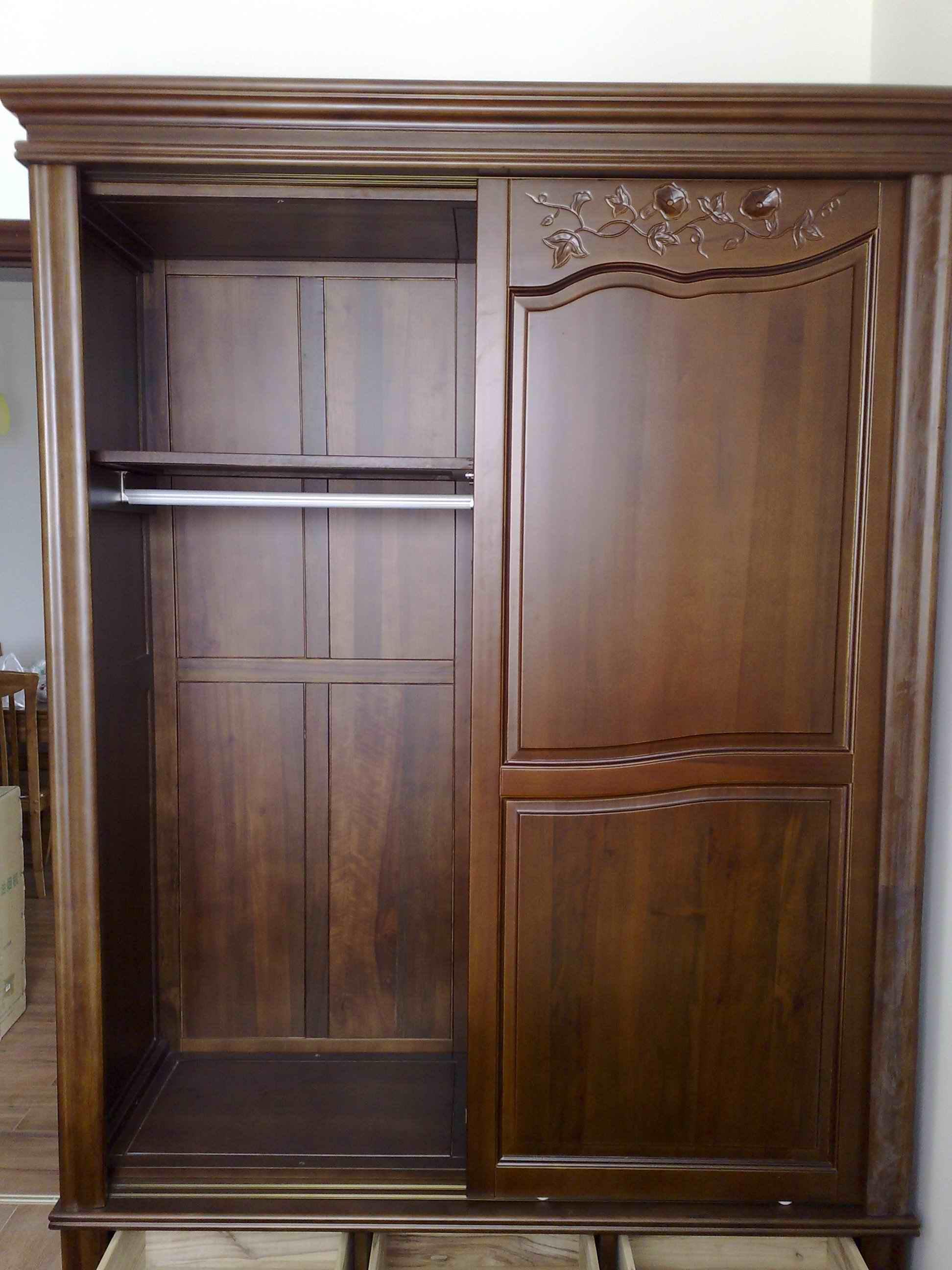 5米宽的香樟木衣柜忍痛转让