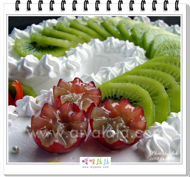 胎宝宝们2岁的2层生日蛋糕 快乐厨房图片