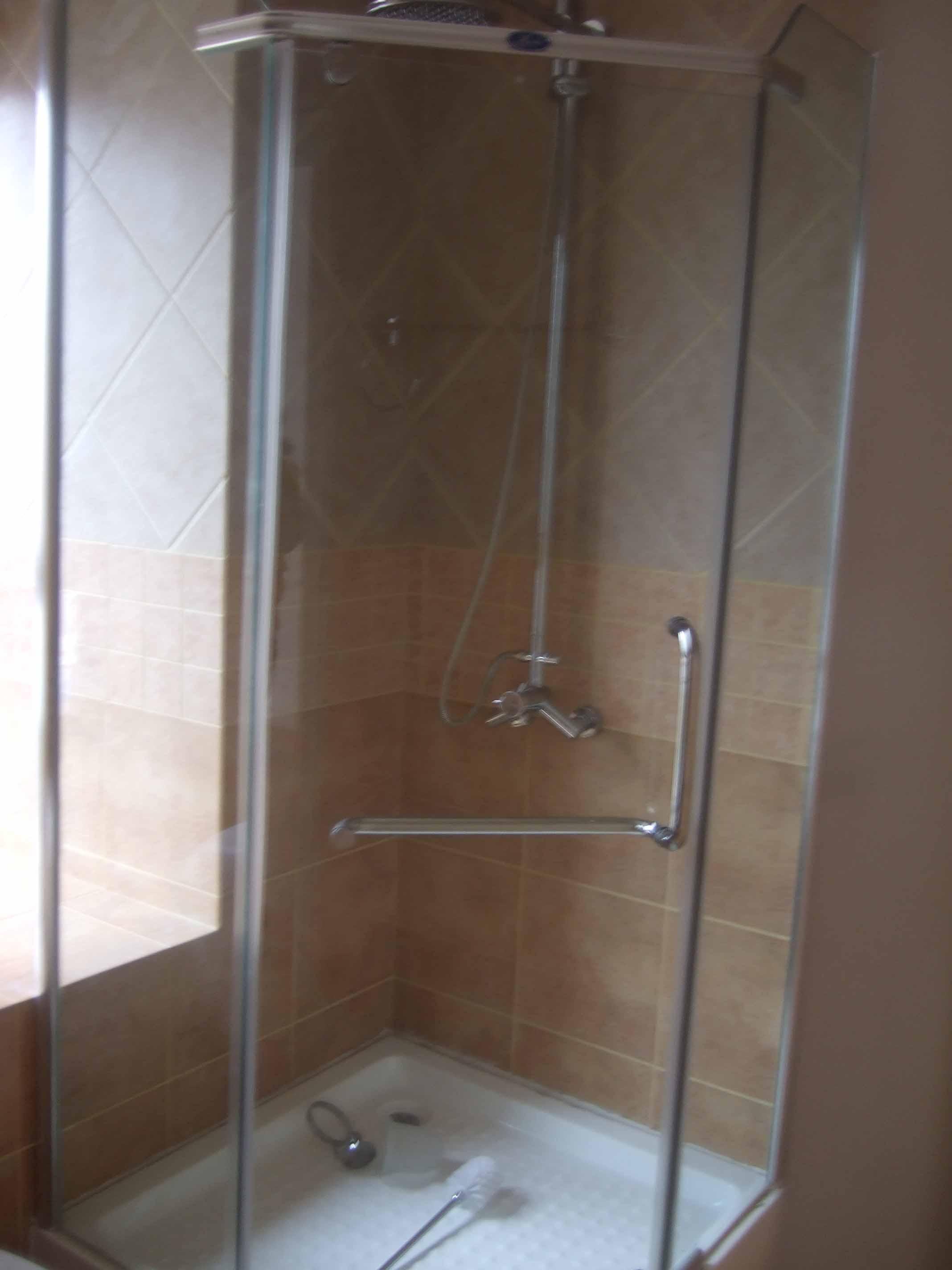 师傅量错尺寸,600元超低价转整体浴室(送一个马桶)