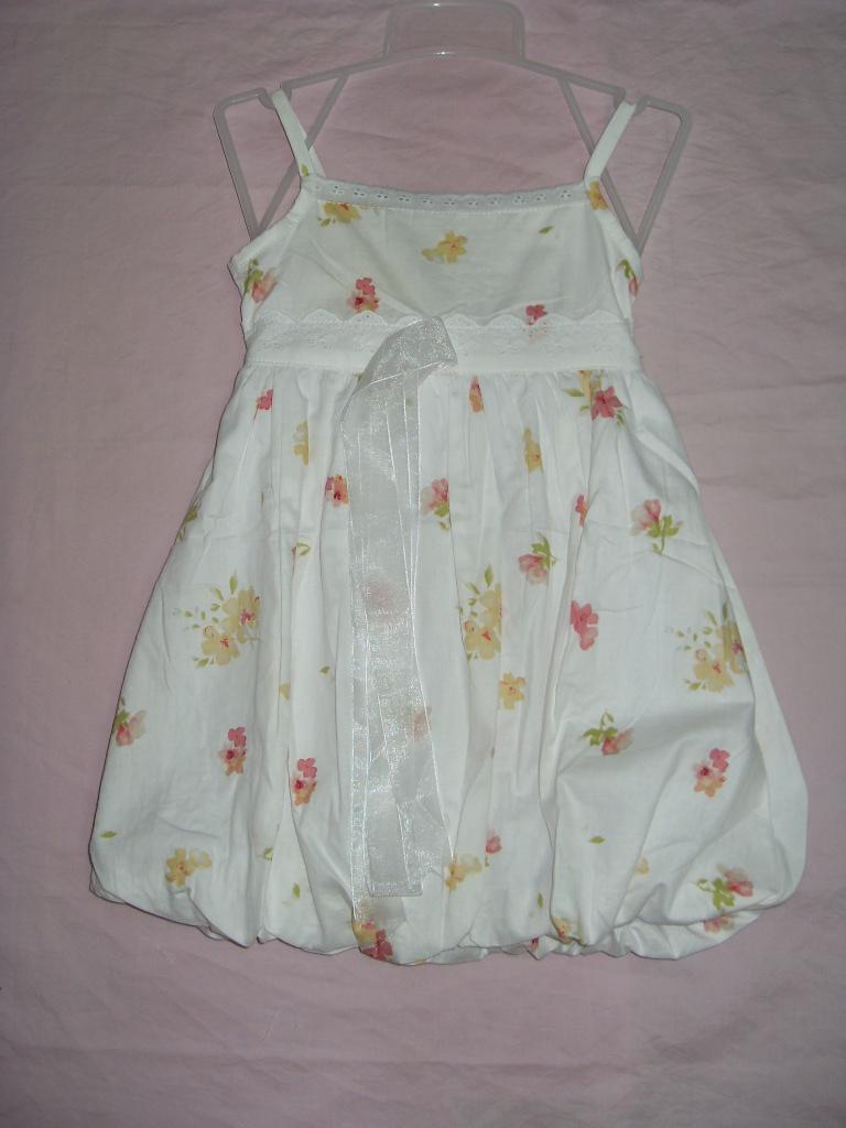 小女孩穿有多款花色可选择裙子有四个码:4、6、8、10吊带碎高清图片