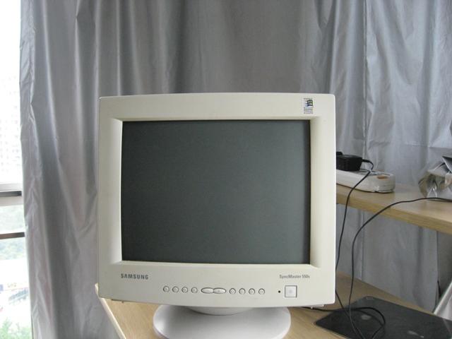 > 转让八成新海尔电热水器,有电脑显示屏,电热水壶等闲置东西!