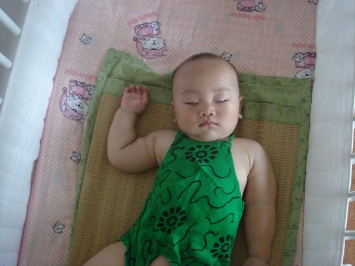 九个月,我家小宝是个胖娃娃,睡着的时候,好可爱