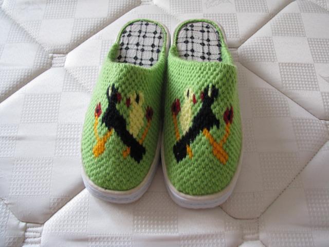 > 试转:妈妈牌手工毛线托鞋和纯手工绣花鞋垫; 塑料鞋垫的花样绣法;