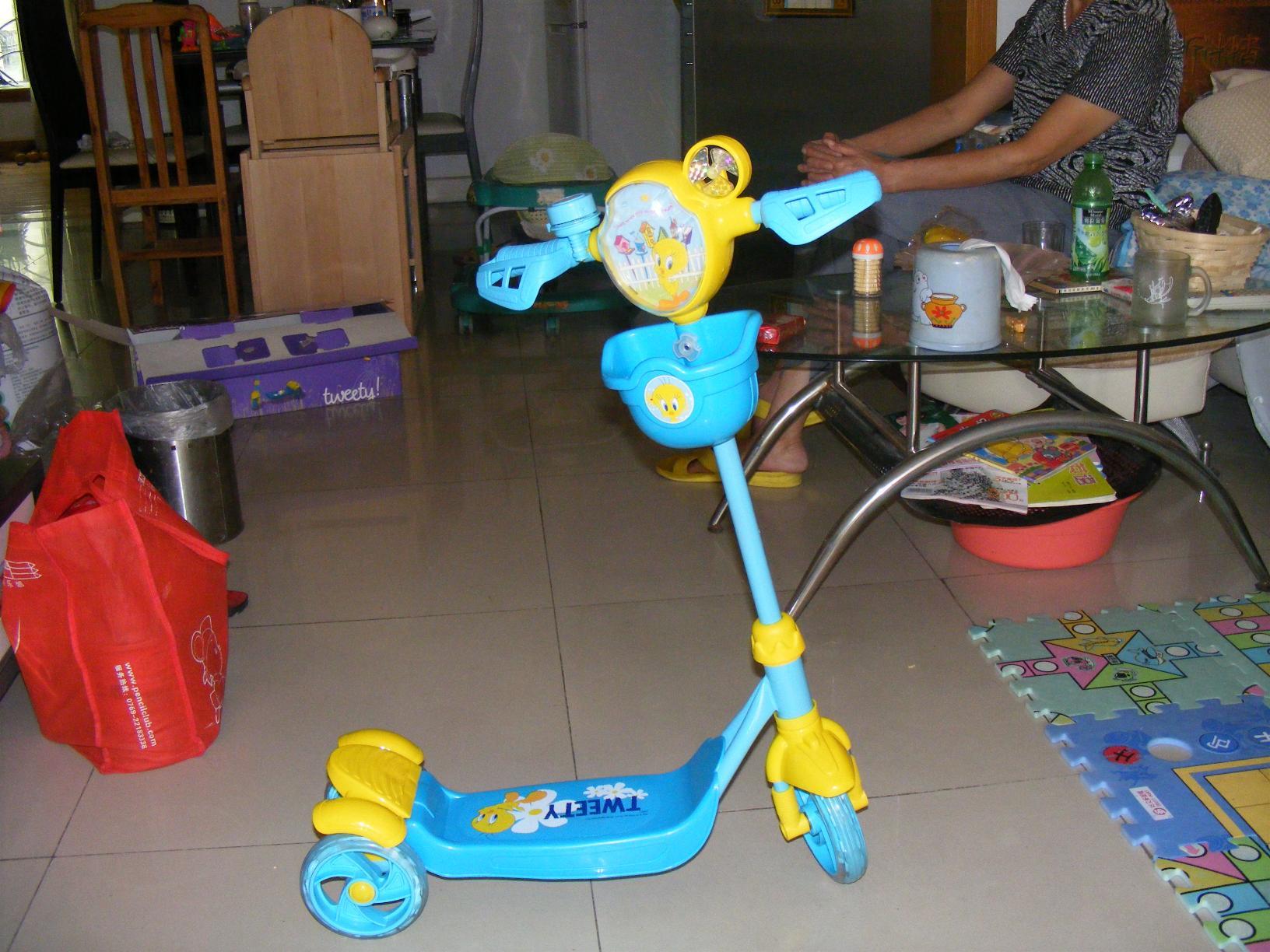 转全新华纳儿童滑板车