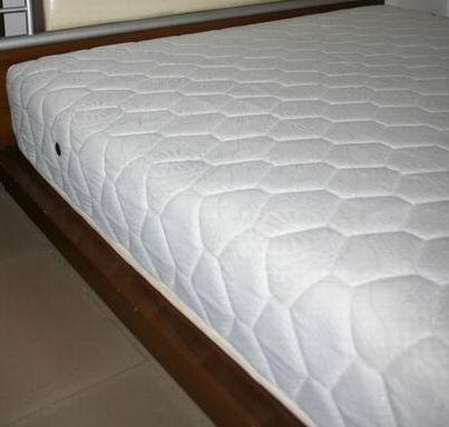> 海马床垫