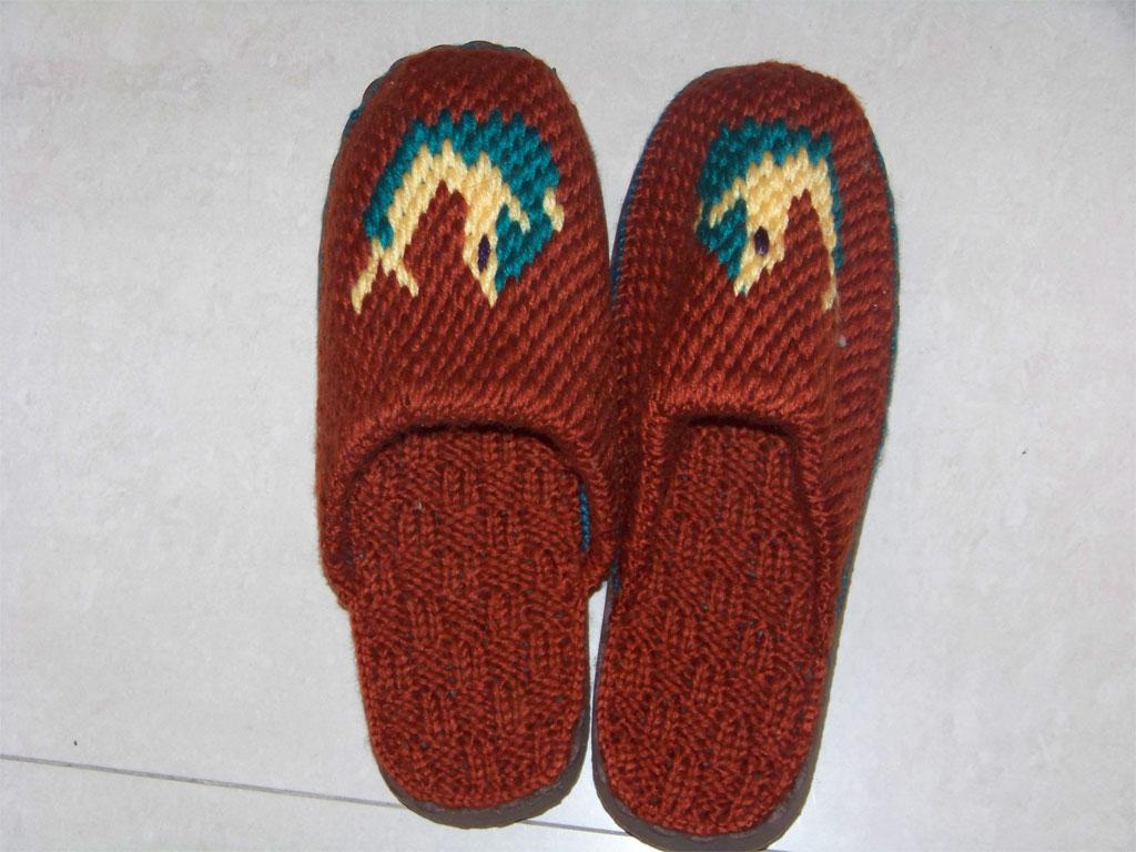 手工勾的毛线拖鞋开卖哈,有动物图案的