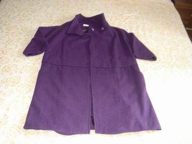 浅紫色外套搭配丝巾