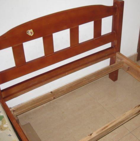 > 华富北村出售二手金海马实木床 床垫 床板,质量很好