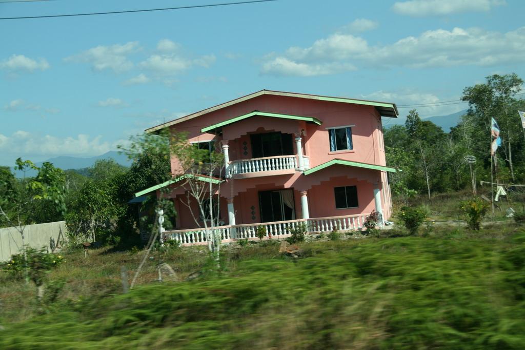 农村三房半别墅设计图