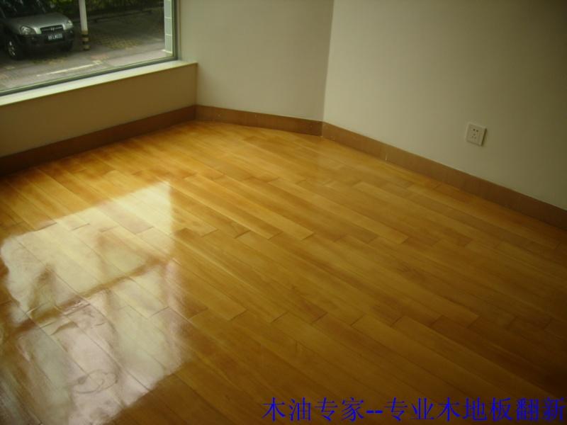 木地板打磨翻新直播,翻新前,施工中,翻新后.对比一下看看效果.