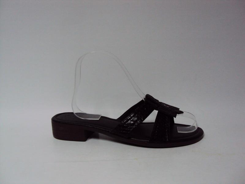 bata拖鞋