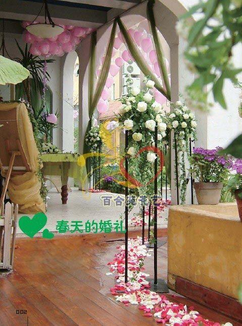 > 婚礼现场花艺布置优惠中