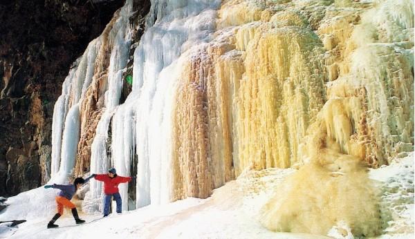 壁纸 风景 旅游 瀑布 山水 桌面 600_346