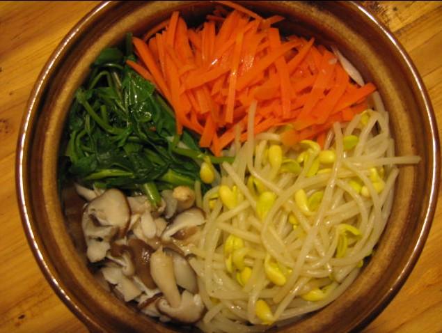 晒晒我最爱吃的九层塔炒蛋和韩国拌饭