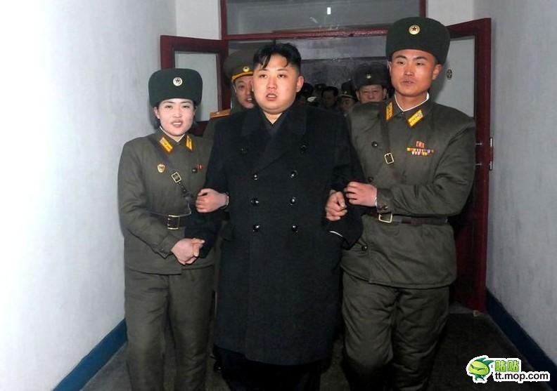 朝鲜处决女犯人图片-金正恩帝王级巡游, 左搀右扶 ,感觉是不是像押图片