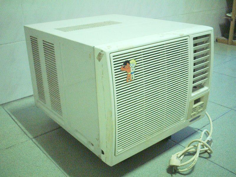 > 转让8成新1匹海尔窗式空调-南山科技园北区清华信息港附近