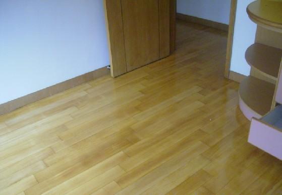 鸿基特价柚木地板,299一个平米