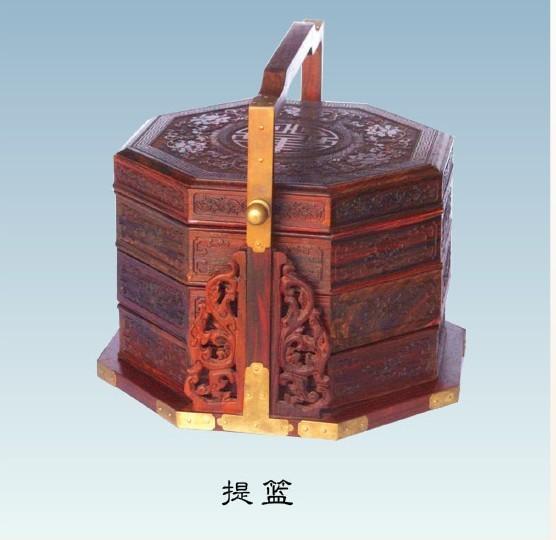 深圳市木标红木制品有限公司成立于2007年,是一家专业从事红木研究、红木产品生产加工和销售的全方位、多功能企业。主要经营黄花梨、红木工艺精品小件、红木包装专业设计生产和红木古典家具系列项目。公司在福建、广东两地已有三家红木制品专业生产加工厂,依托强大的生产加工能力,我们不断向市场推出众多利好红木制品,深受客户好评。公司开发的黄花梨餐饮具典藏系列、紫檀湖笔套装系列和紫檀翡翠项链等高端红木礼品均属全国首创!古典红木家具用料厚实真实,工艺考究和价廉物美,有良好的售后服务和质量保障体系。 电话:134806193