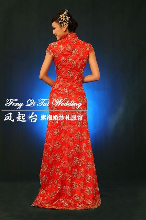 与众不同的旗袍礼服精致的金红