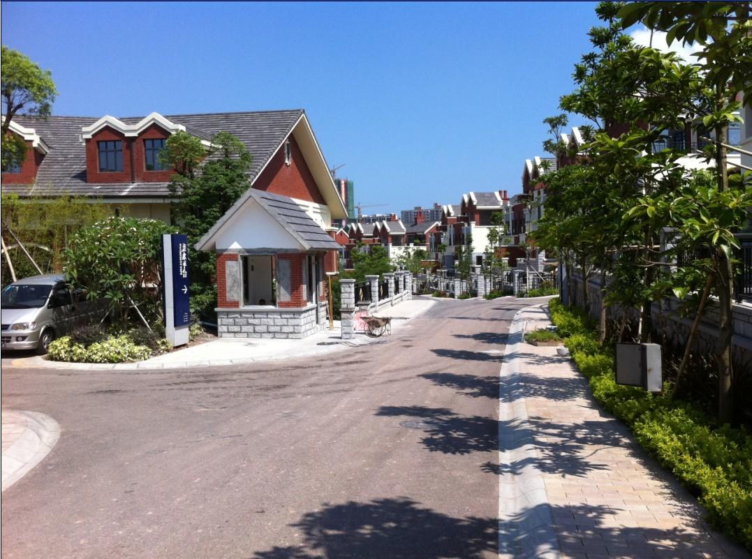 天虹,沃尔玛,人人乐,香港新世界集团开发的棕榈岛高尔夫度假村,半岛