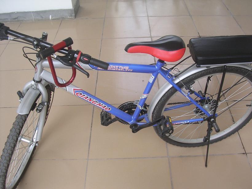 低价转让26寸加装后座,脚踏带调速的蓝色山地自行车