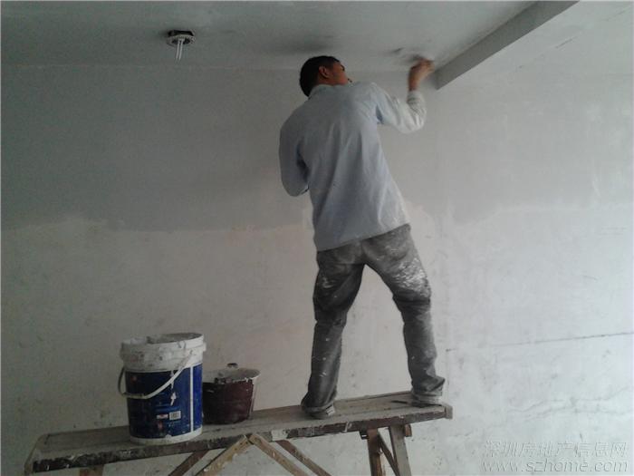 > 老房子刷墻做水泥灶臺
