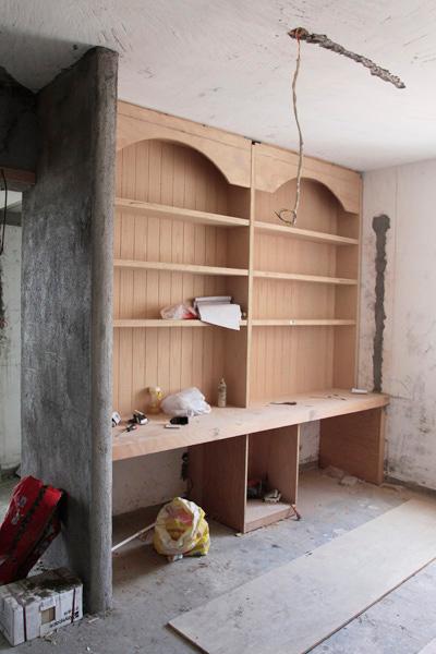 书桌书架现场木工打造
