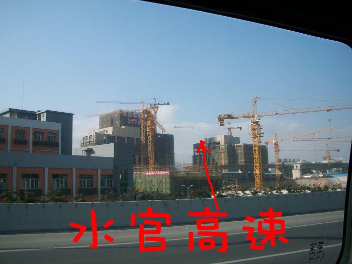 杯具的科技广场,被厦深<font color=red>高铁</font>和水官高速,<font color=red>火车道</font>