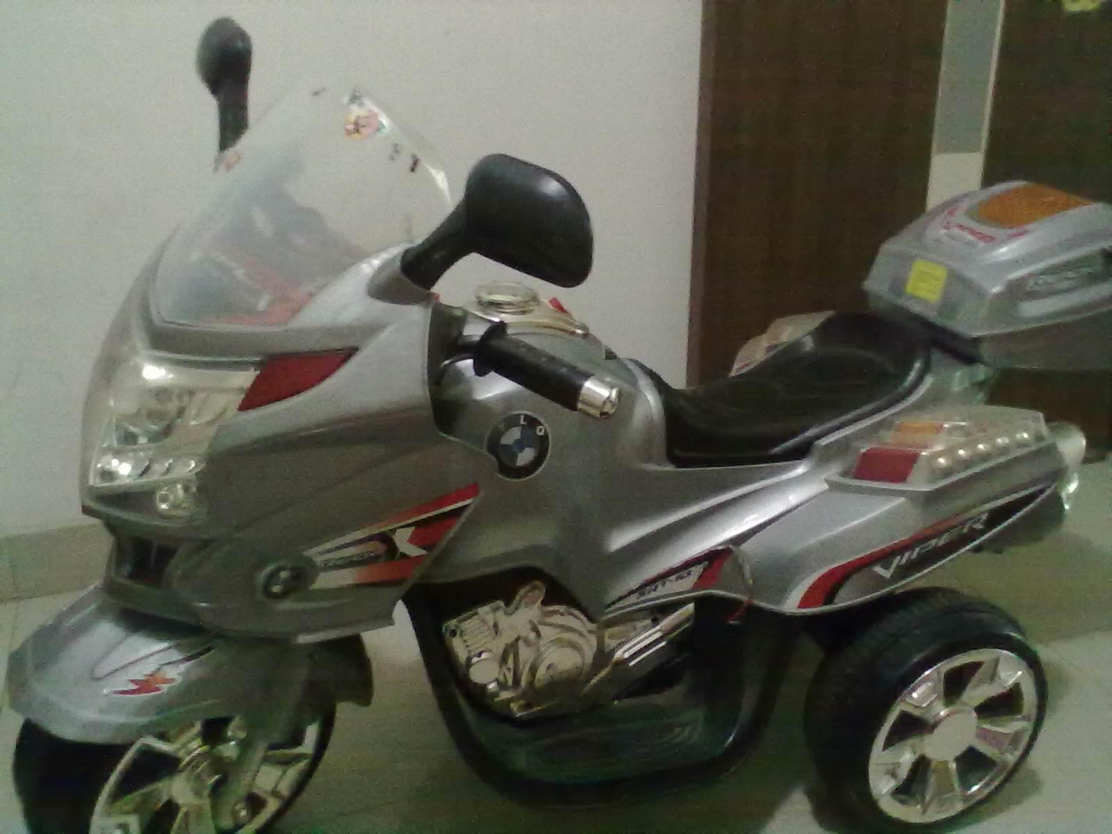 孩子的宝马电动摩托车