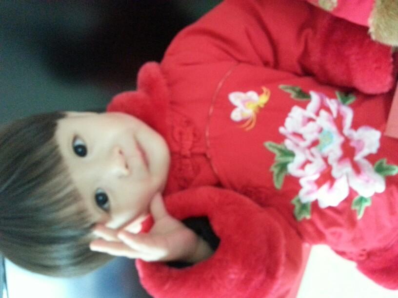 手机拍萌娃 宝宝贺新春 一个大眼美娃