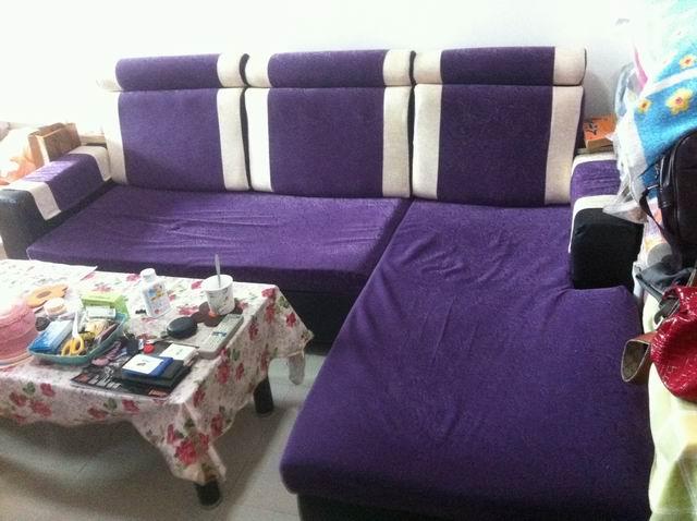 由于客厅面积太小,所以要换一套小点的家具,现转让一套转角沙发和茶几。 沙发总尺寸:220*165CM 。 贵妃位:165*75CM 沙发买的时候700 ,用了不到一年,现在350 转让。 茶几尺寸:110*55CM 玻璃茶几一直铺着茶几布,没有任何磕碰,买的时候180,现在100 转让。 如果两个一起要的话,就一起400 ,送茶几布。茶几布买的时候30 。需要自提 最好是要搬到鑫海公寓或者民治附近的,不然搬动家具确实挺麻烦的。