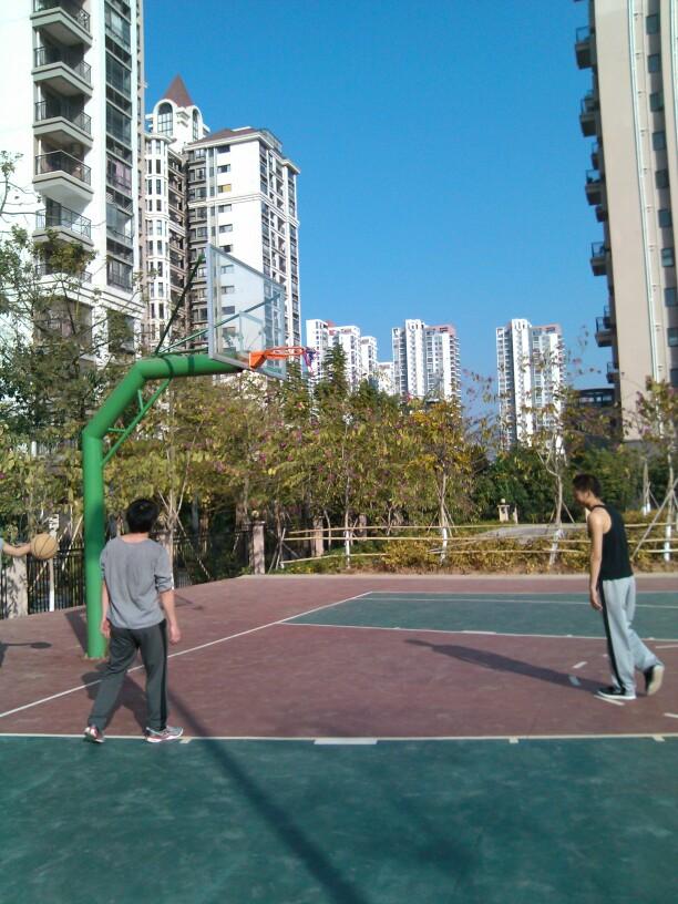 寻找篮球场